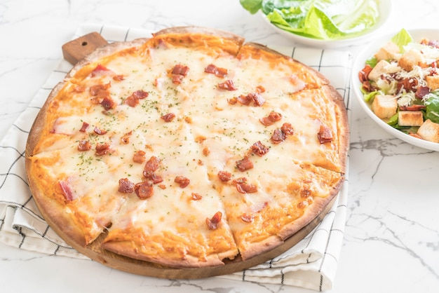 Spek en kaas pizza