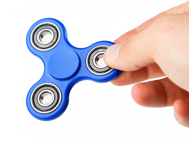 Spelen met een blauwe fidget spinner