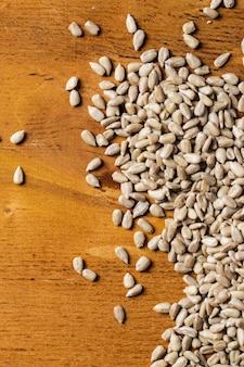 Spices. hoop zaden op de tafel