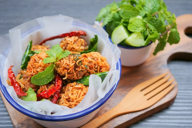 Spicy minced pork minced instant noodles