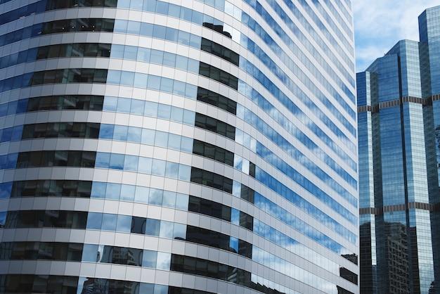 Spiegel gebouw reflectie stadszicht concept