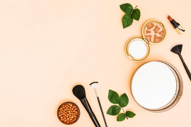 Spiegel; gezicht poeder bal; compact poeder met lippenstift en make-upborstels