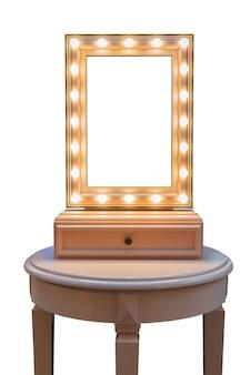 Spiegel in de kleedkamer van de kunstenaar. verlichting met elektrische lampen.