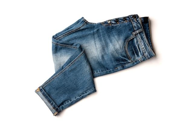 Spijkerbroek geïsoleerd op wit