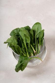 Spinazie is het hoofdingrediënt in een groene cocktail voor gewichtsverlies en ontgifting.