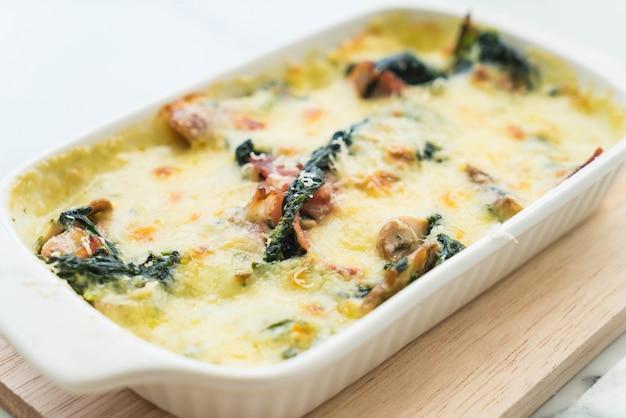 Spinazie lasagne in witte plaat