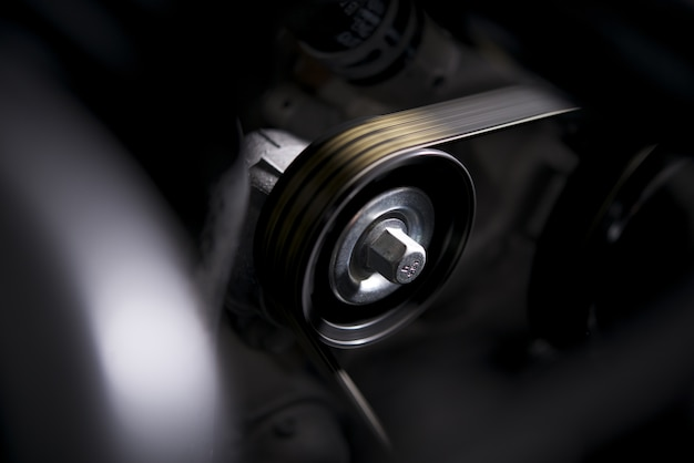 Spinning engine roller