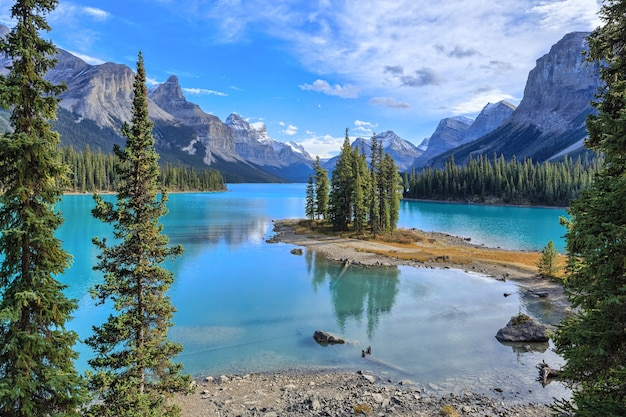Spirit island in maligne lake jasper nationaal park alberta canada