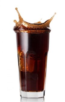 Splash in facet glas cola