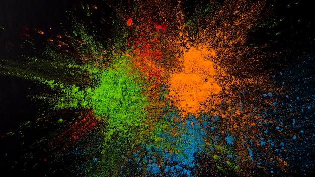 Splatted groene, blauwe en oranje kleur op zwarte achtergrond