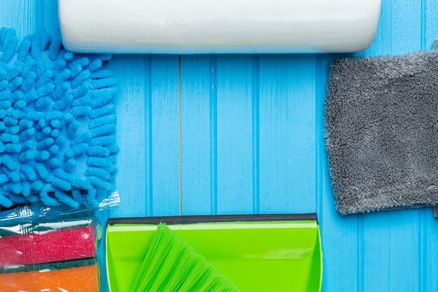 Spons en vodden voor het schoonmaken van het huis