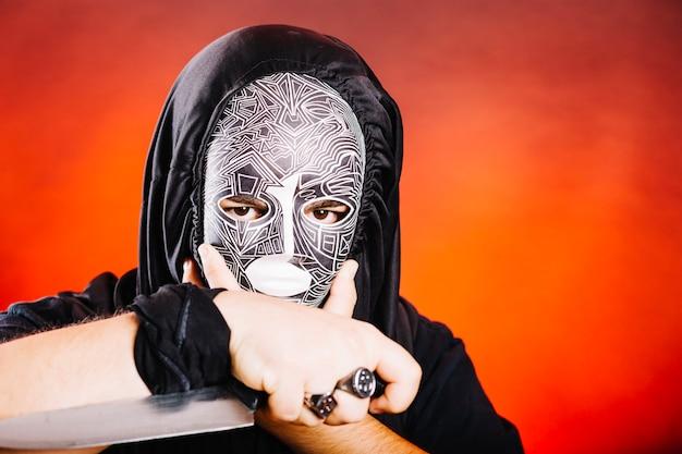 Spookachtige man met mes