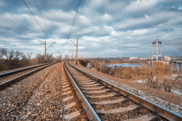 Spoorweg in de stad