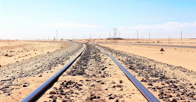 Spoorweg in de woestijn