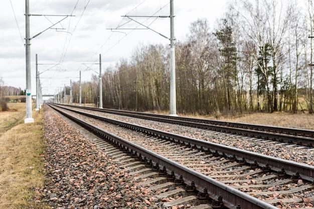 Spoorweg met elektrische netwerken.