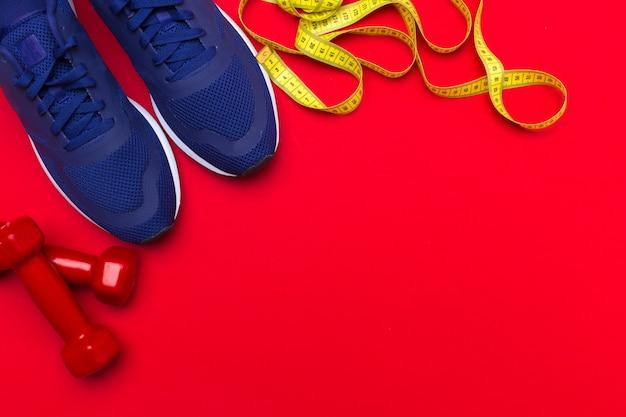 Sport fitness-concepten met fitnessapparatuur