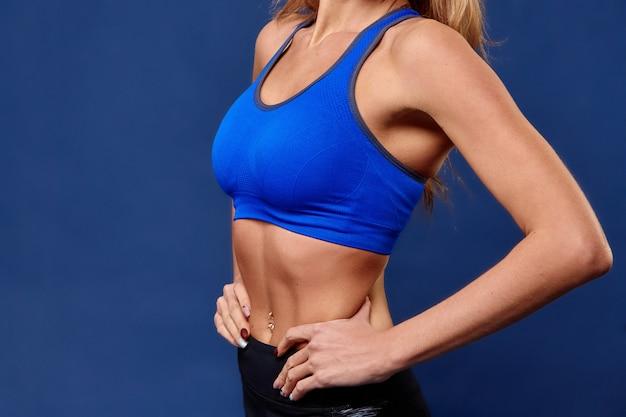 Sport. het sterke en mooie lichaam van de vrouwensport