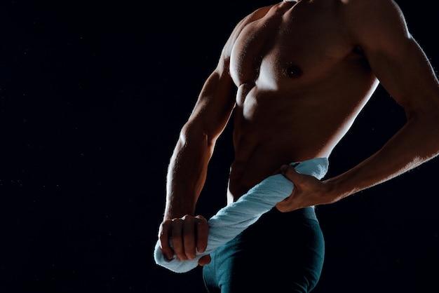 Sport man training spier sportschool