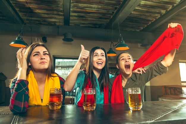 Sport, mensen, vrije tijd, vriendschap, entertainmentconcept