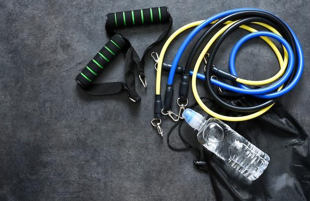 Sportaccessoires - een expander met een karabijn