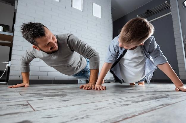 Sportfamilie, vader en zoon werkten samen uit