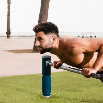 Sportieve man set ochtend oefeningen