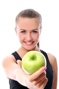 Sportieve vrouw met appel