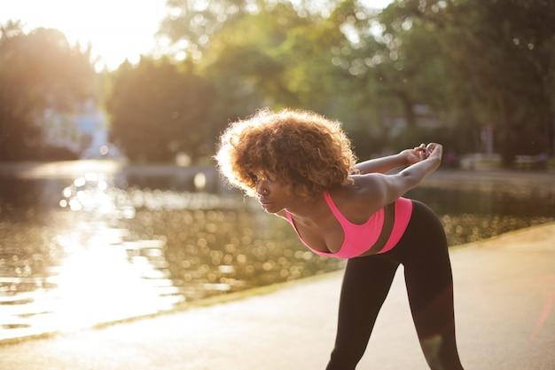 Sportieve vrouw stratching