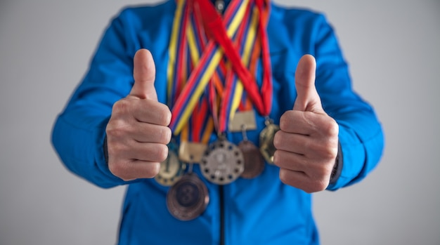 Sportman met medailles. sport, winnaar, succes