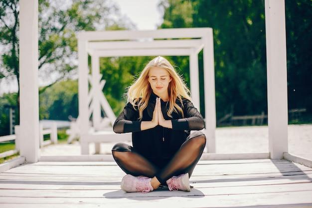 Sportmeisje in een park