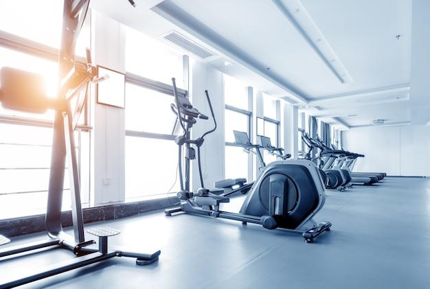 Sportschool met fietsen voor fitnessles