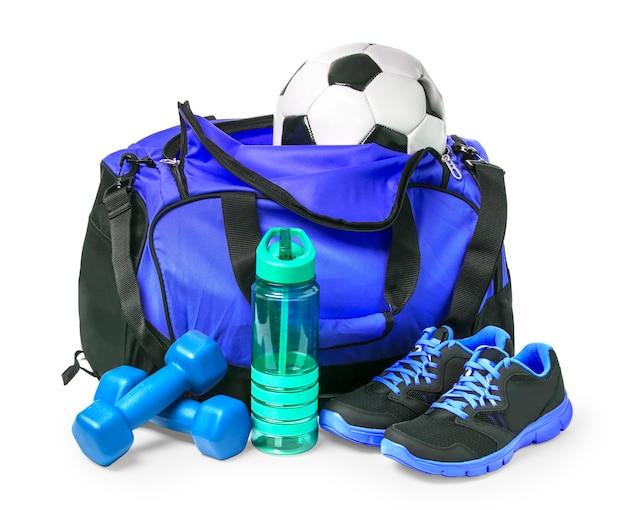 Sporttas met sportuitrusting geïsoleerd op wit met uitknippad