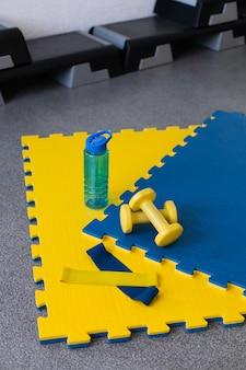 Sportuitrusting geel en blauw