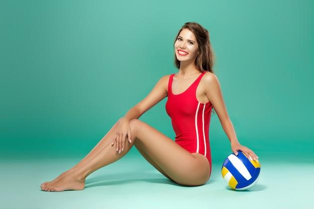 Sportvrouw met volleybal