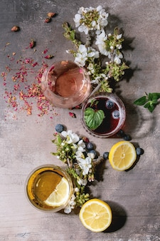 Sprankelende kleurrijke drankjes