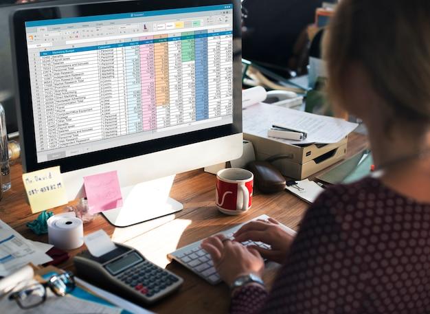 Spreadsheet document informatie financieel startup concept