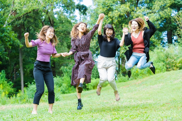 Springende vrouwen