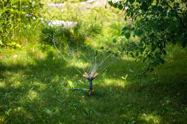 Sprinkler in een tuin