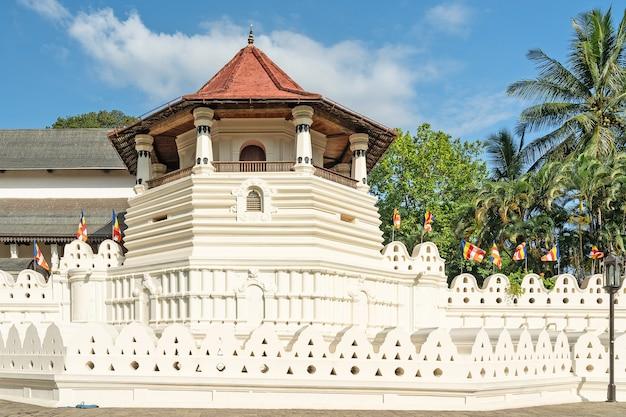 Sri lanka-tempel van de heilige tandrelikwie is een boeddhistische tempel in kandy.