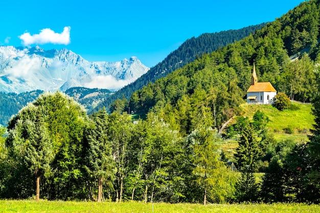 St. annakapel in graun im vinschgau of curon venosta in zuid-tirol, italië