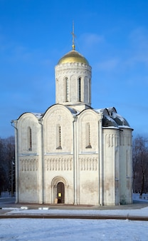 St. demetrius kathedraal in vladimir in de winter