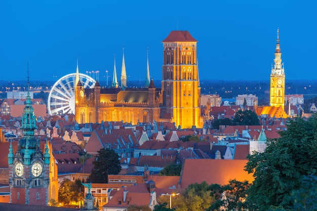 St mary church en stadhuis in gdansk, polen
