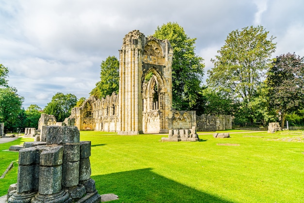 St. mary's abbey, museumtuin in de stad york, engeland
