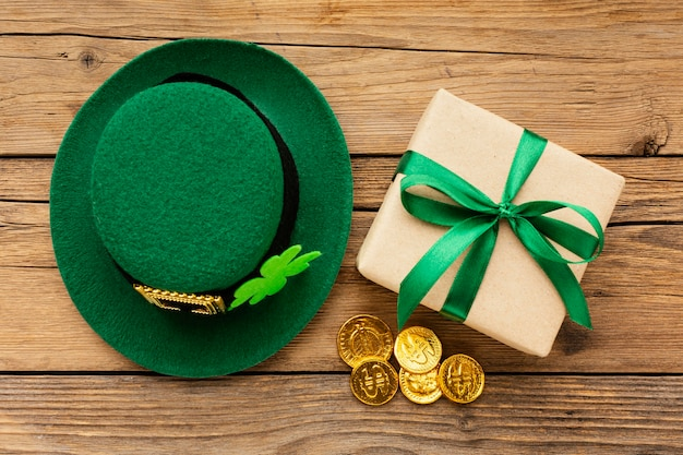 St patrick items arrangement boven weergave