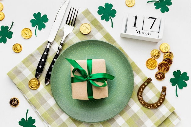 St patrick items arrangement plat leggen