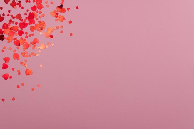 St. valentijnsdag concept op een roze achtergrond met decoraties. het concept van de valentijnsdag, bruiloften, verlovingen, moederdag, verjaardag, nieuwjaar, kerst en andere feestdagen.