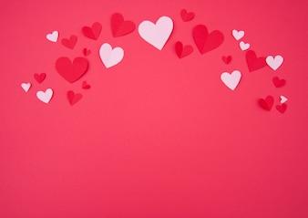 St. Valentine's achtergrond met roze en rode papier harten