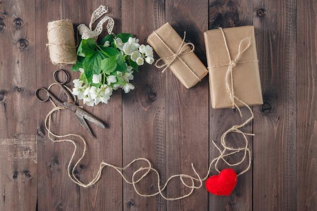 St valentines frame met boeket van witte bloemen