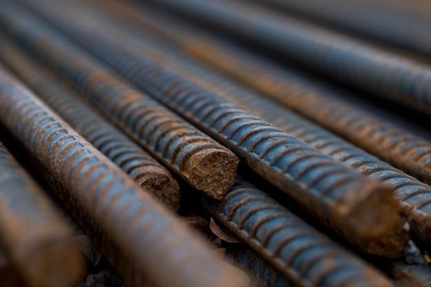 Staal, staalconstructie, bouwijzers voor de bouw, stapel geribbeld staal