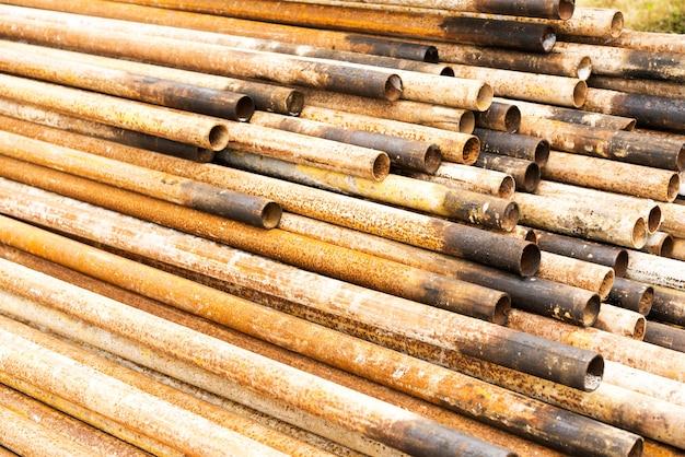 Staalbuizen tegen industrieel vaag